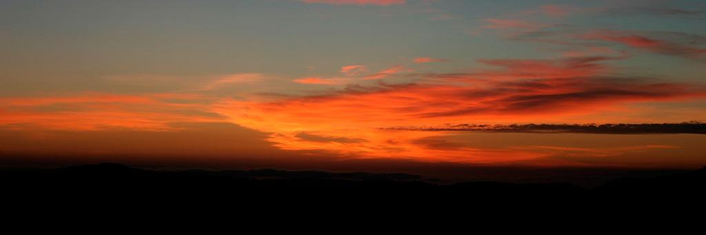Marche Kiloki avec les Masais, coucher de soleil sur Olduvai