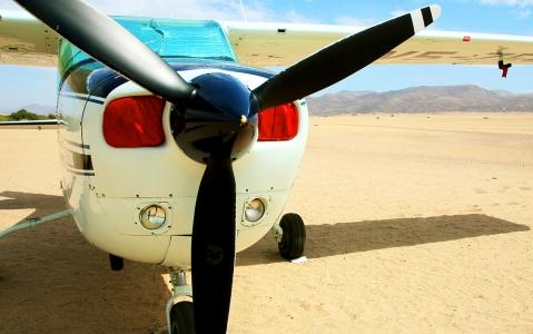 activity Un survol en avion du désert