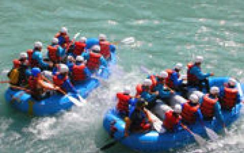 activity Descente de la Rivière Kicking Horse en rafting