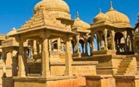 activity Route Jaipur/Agra - Découverte d'un puits à degré (abhaneri) et temple de Harshat Mata