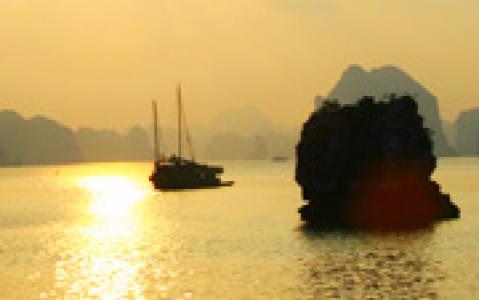 activity Pirogue à balancier au coucher du soleil (Nouvelle Calédonie)