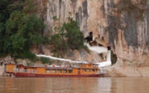 activity Croisière sur le Mékong pour découvrir les grottes de Pak Ou