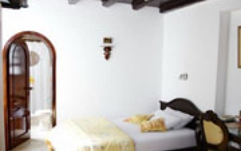hotel Hostal Fuente de Piedra - Quito