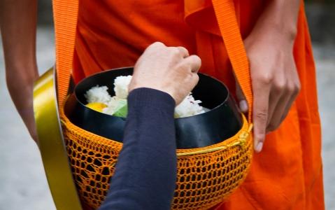 activity Cérémonie d'offrandes aux moines