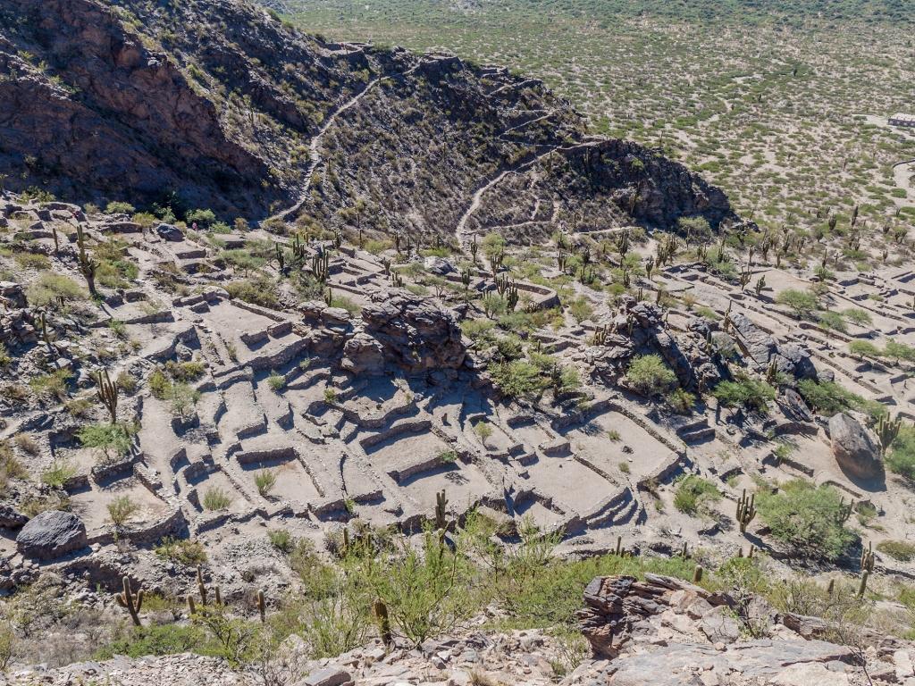 Les ruines de Quilmes et la petite ville de Cafayate