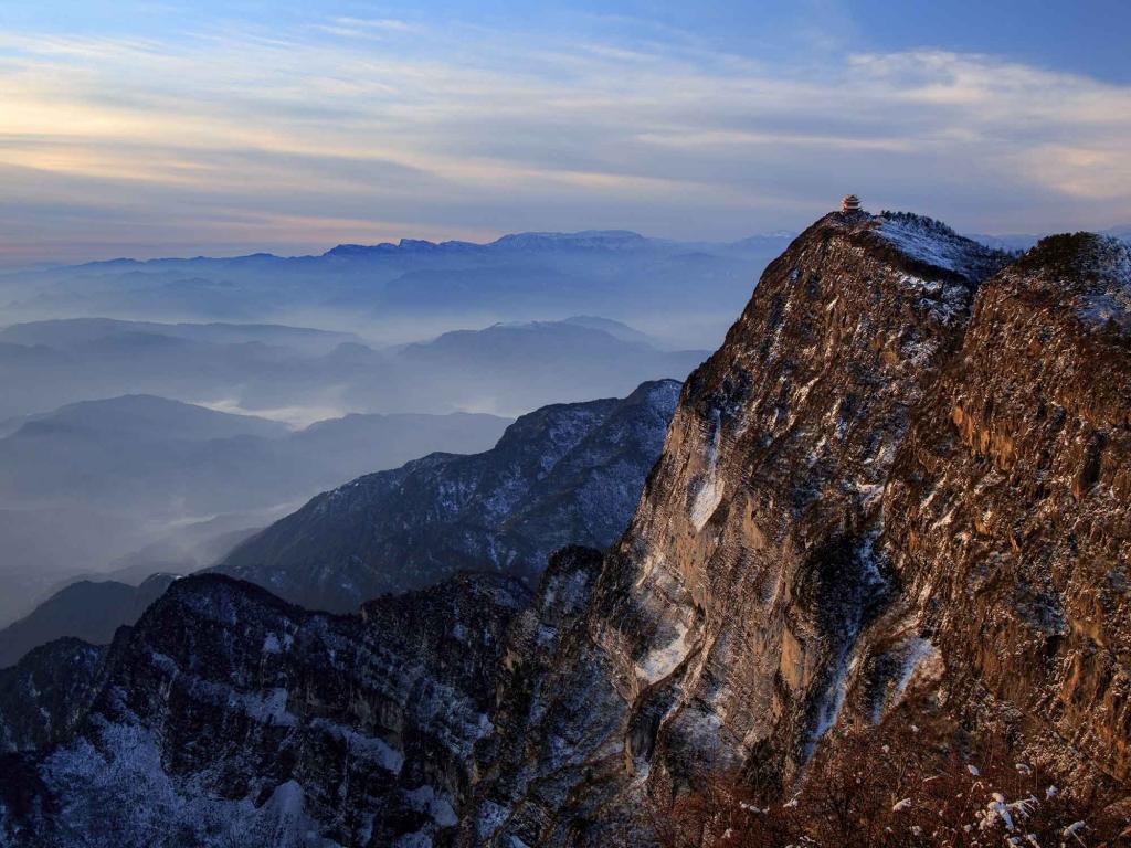 Le Mont Emei, montagne sacrée au-dessus des nuages