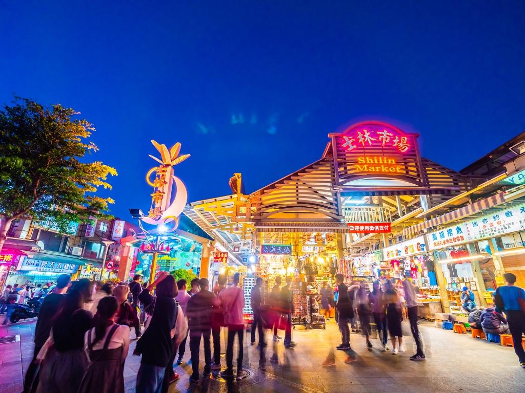 Ambiance animée dans les marchés de nuit de Taipei