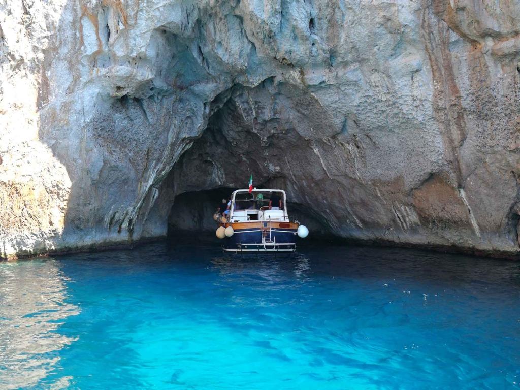 Anacapri : bateau, grotte bleue et Mont Solaro