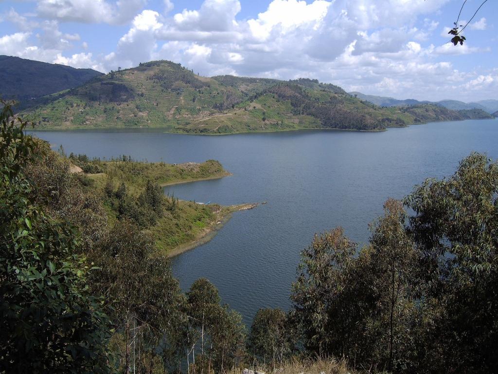 Sur les bords du lac Kivu