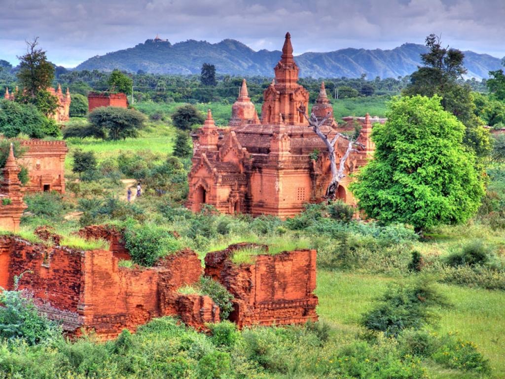 En vélo parmi les pagodes de Bagan