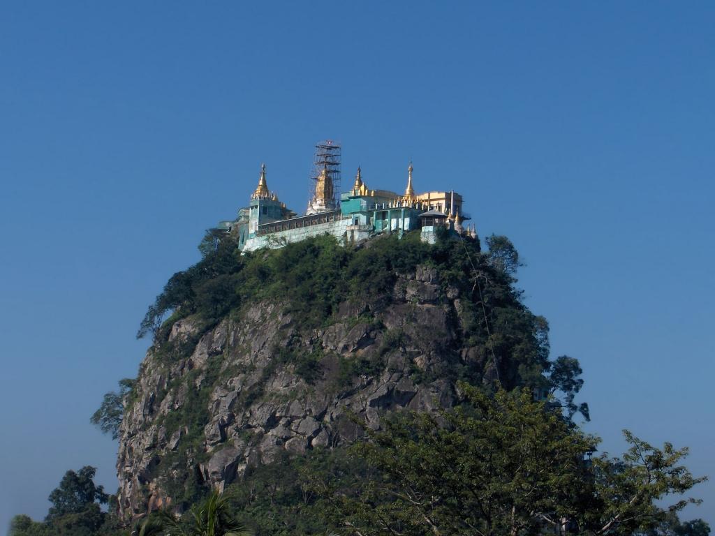 Le Mont Popa, refuge des nats