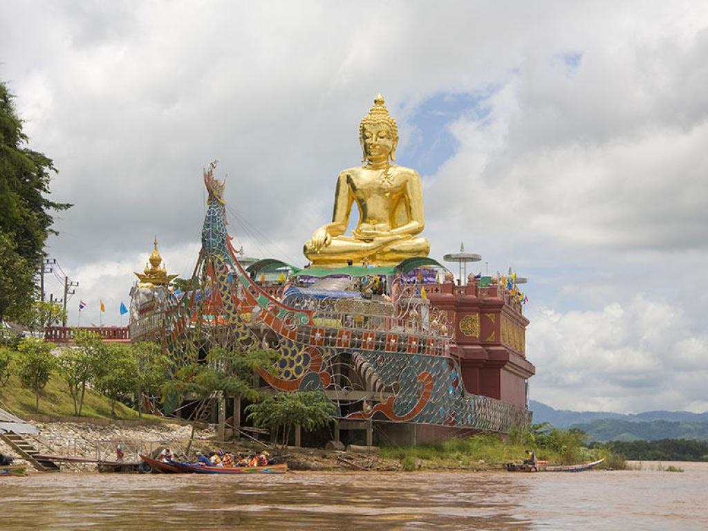 Ile de Thepho et Bouddha couché de Pa Mok