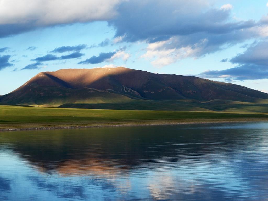 Le Lac Son Kul, un splendide lac de montagne