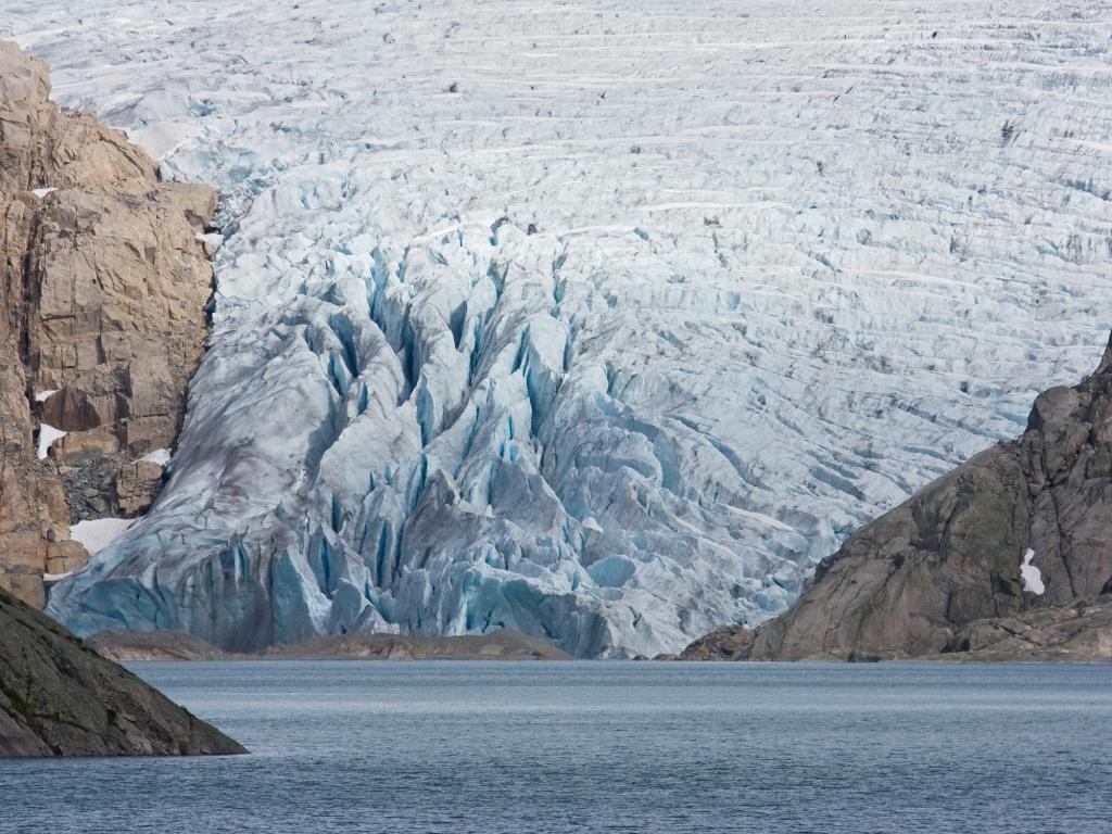 Entre fjords et sommets enneigés