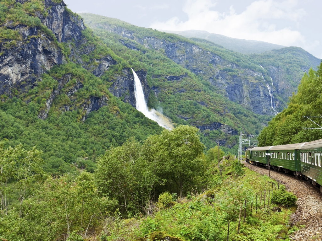 En train sur deux lignes mythiques de Norvège