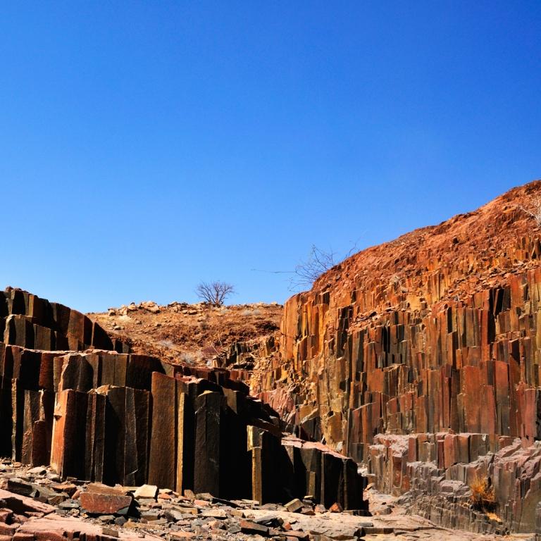 Peintures rupestres et éléphants du désert ! (65 km)