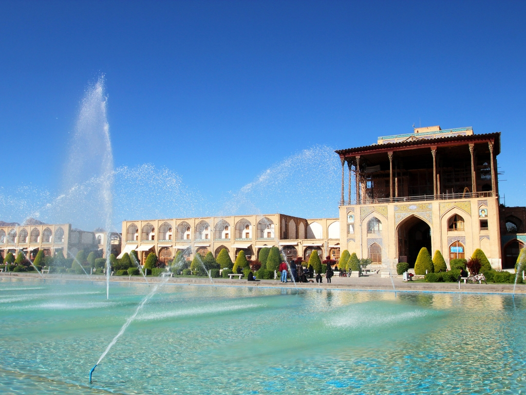Ispahan, la ''moitié du monde''