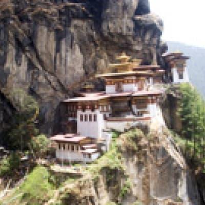 Pèlerinage au monastère du Nid du Tigre
