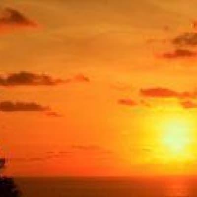 Un coucher de soleil au temple d'Uluwatu