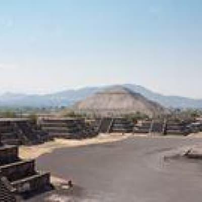 Découverte de la Basilique et des fabuleuses Pyramides
