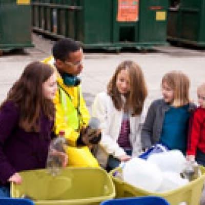 Visite des ateliers du recyclage à Arenal