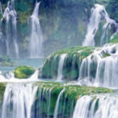Baignade dans les eaux limpides des cascades