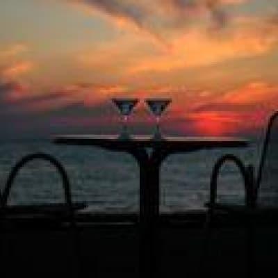 Sunset drinks sur les berges du Mékong