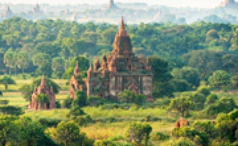 Survol du site de Bagan en montgolfière