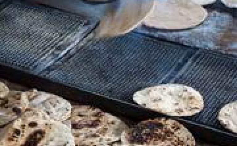 Visite du bazar et découverte des échoppes de snacks indiens
