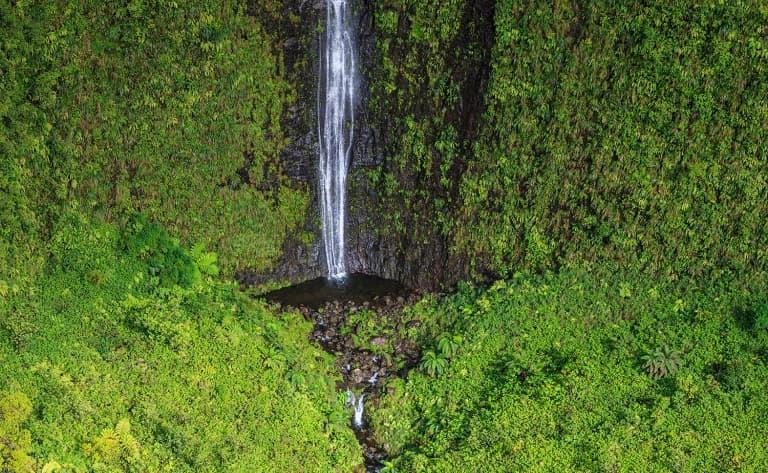 Randonnée et baignades dans la cascade d'Hakaui