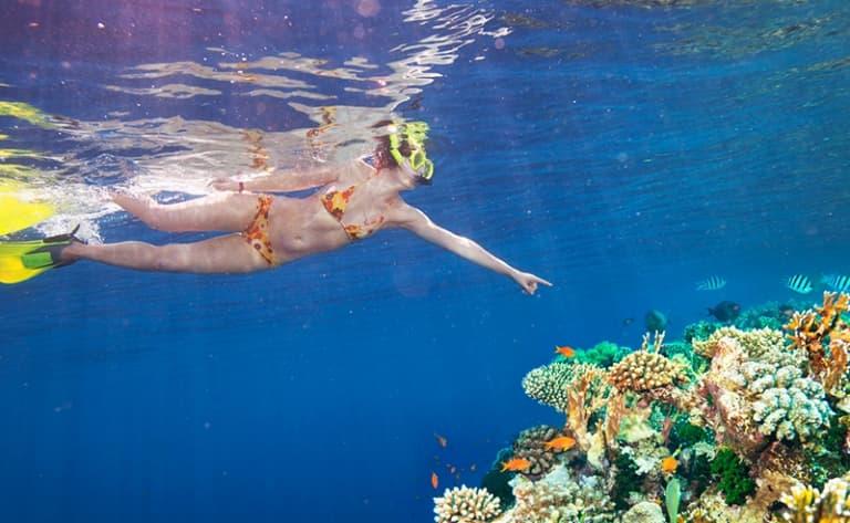 Sable blanc, eaux transparentes, fonds marins…