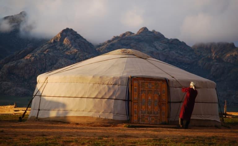Immersion en famille nomade au pied de la montagne sacrée