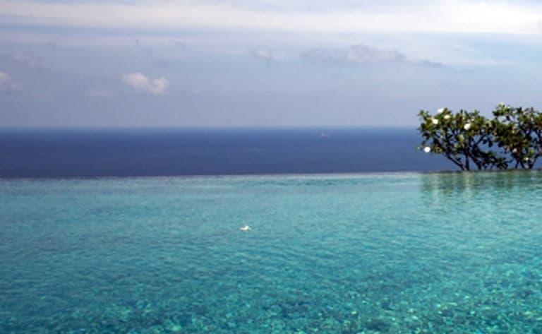 Snorkling, plongée, plage et ballade autour de l'île.