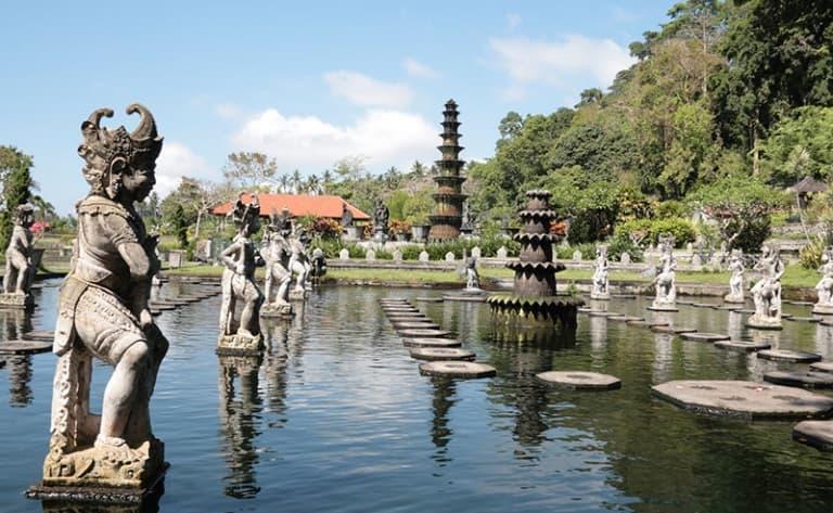 Du Temple de Besakih à Tirtagangga