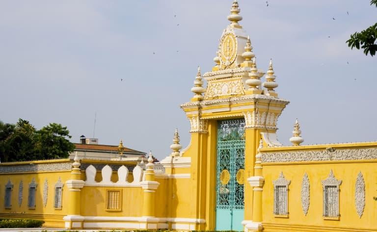 Arrivée à Phnom Penh et première découverte
