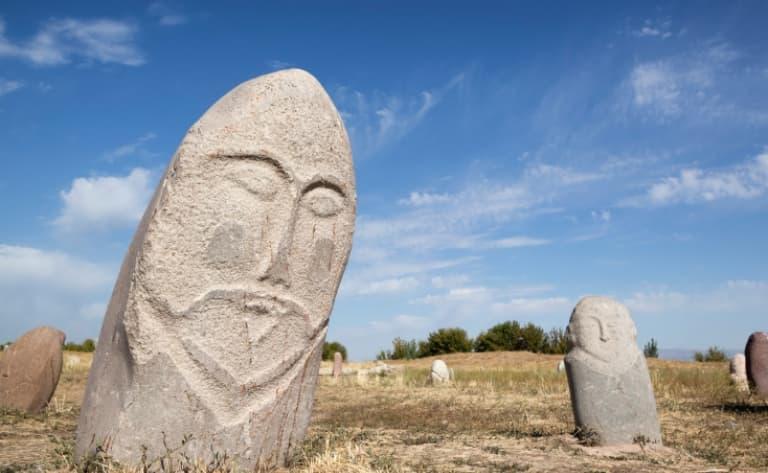 Les Balbans, des guerriers en pierre