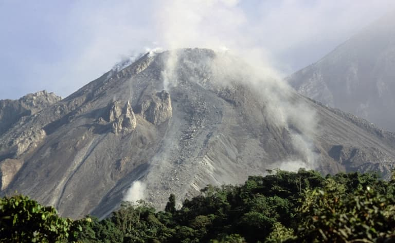 Ascension du Volcan Maria et observation du volcan actif Santiaguito
