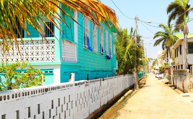 Vol en direction de Belize puis San Ignacio