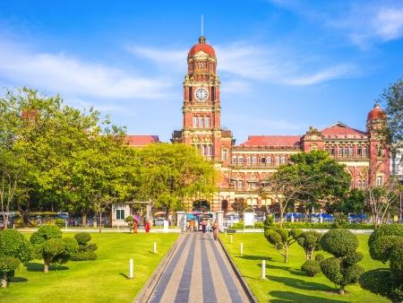 Arrivée à Yangon, coloniale et spirituelle