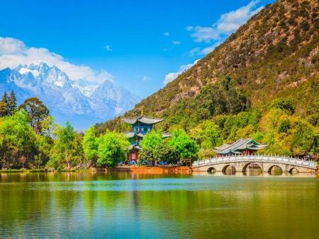 Lijiang : entre montagnes sacrées, prairies et lacs