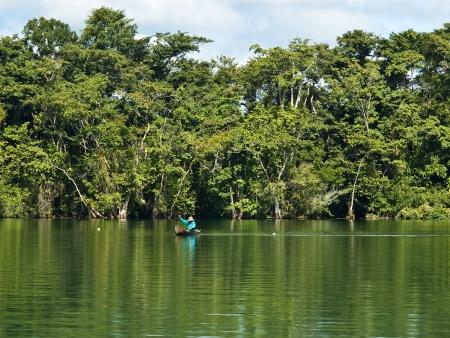 Ambiance afro-caribéenne et navigation sur le Rio Dulce