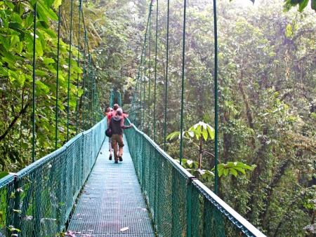 Tyrolienne, cascades et ponts suspendus : aventures dans la jungle