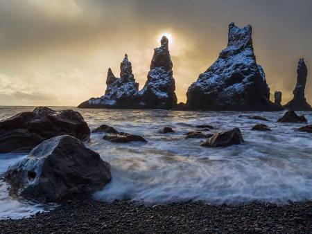 Cascades et plages de sable noir