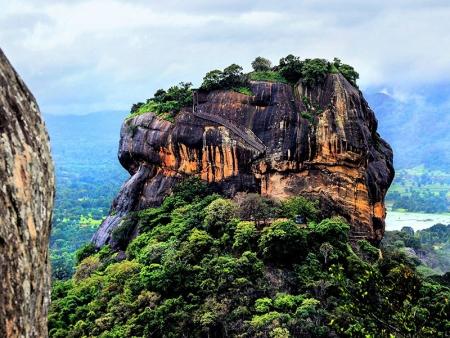 Le Rocher du Lion et sur les traces des moines à Ritigala