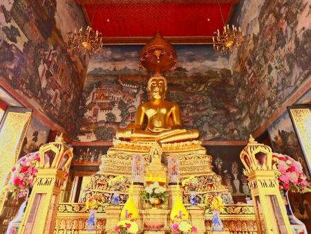 Palais d'or et bouddhas de pierres précieuses