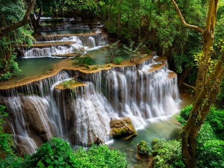 Jungle et cascades d'eau pure à Kanchanaburi