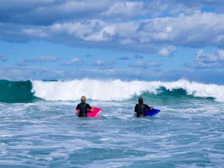 Le long des spots de surf