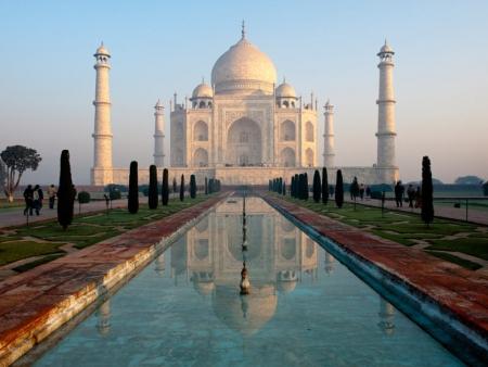 Splendeur immaculée : majestueux Taj Mahal…