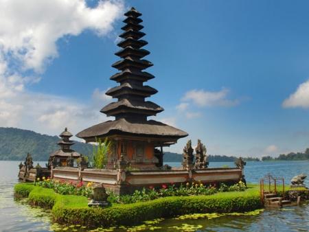 Arrivée à Denpasar. Transfert à Ubud, la ville culturelle de Bali