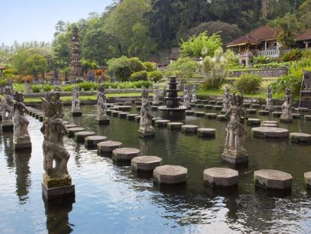 Transfert vers Lovina et découverte des terres de l'Est de Bali